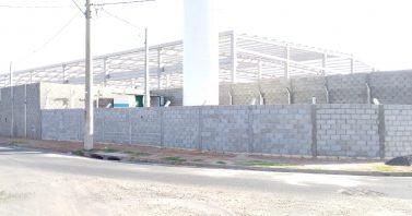 Águas de Matão constrói muro no Centro de Reservação Silvânia Industrial